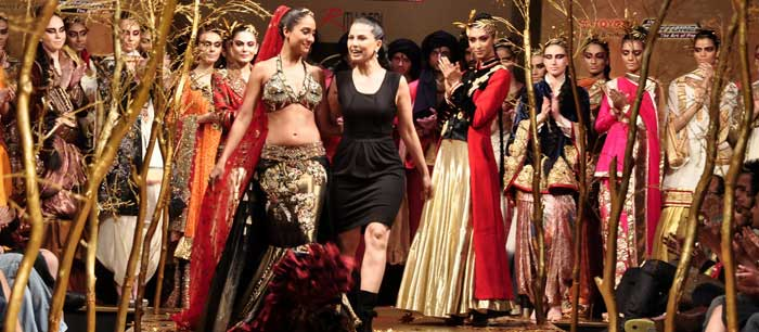 Designer Ritu Beri with Lisa Hayden at BFW 6